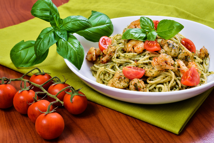 spaghetti aux crevettes tomates et basilic recette sans gluten valpiform. Black Bedroom Furniture Sets. Home Design Ideas